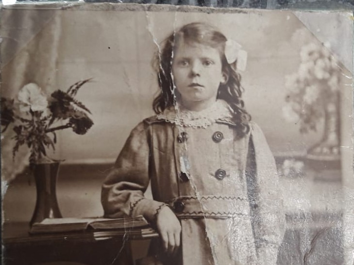 Formal portrait photo of a smartly dressed young girl