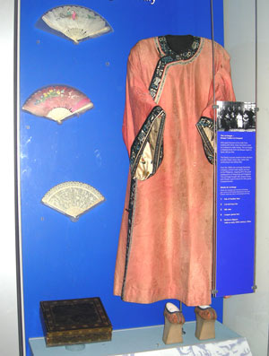 Chinese costume and fans in museum display