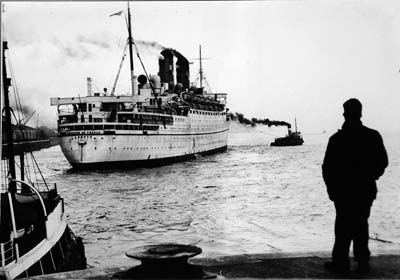 Photograph of the Empress at the landing stage