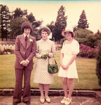 People in 1970s clothes