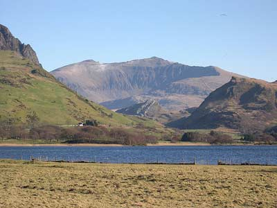 Photo by Eifion of the view of Snowdon from Llyn Nantlle
