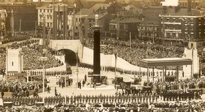photo of crowds round a tunnel entrance in the city centre