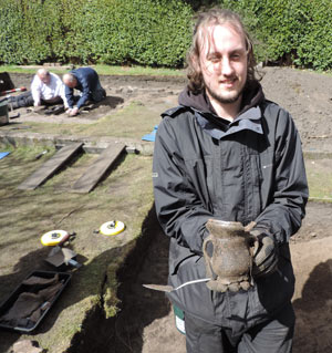 Volunteer with pot he excavated in Rainford