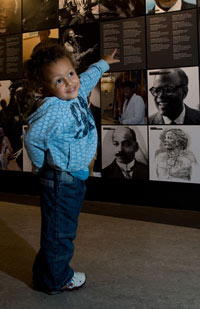 young child pointing at museum display