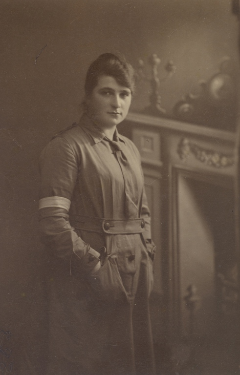 Isabella Fernandez (nee Innes) in Army Signals Uniform card