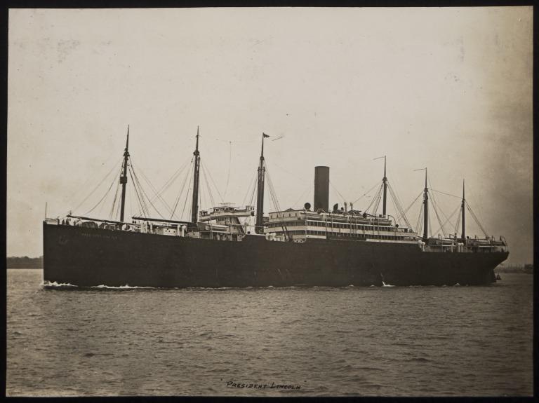 Photograph of President Lincoln (ex Scotian), Hamburg Amerika Line card