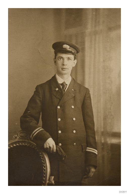 Papers re seafarers Kenneth Rolston, Radio Officer and Robert George Rolston, Engineer. card