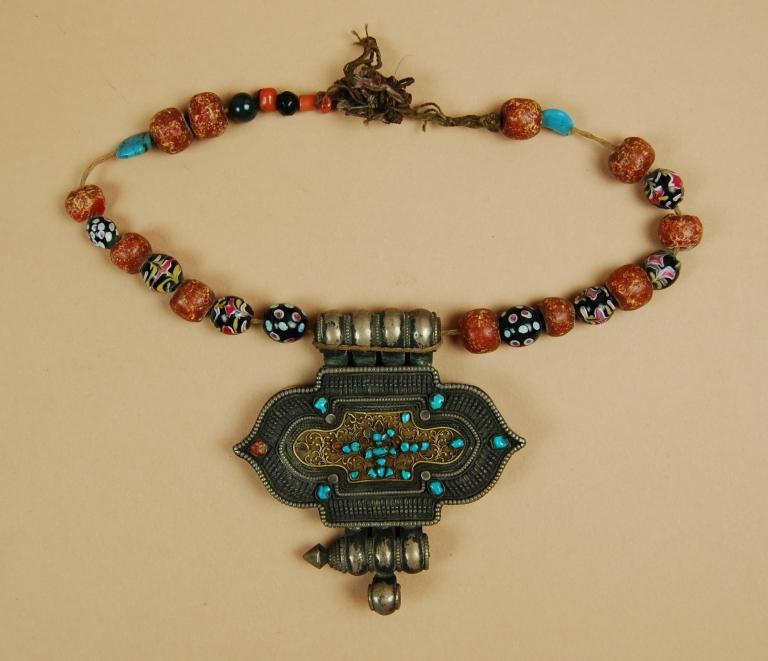 Necklace with amulet box / ga'u sutumba card