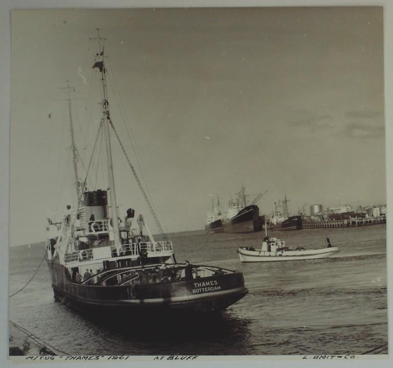 Photograph of Thames, L Smit and Company Internationale Sleepdienst card