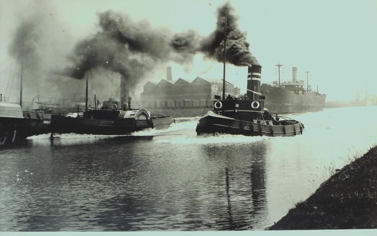 Photograph of Unidentified paddle tug and steam tug card