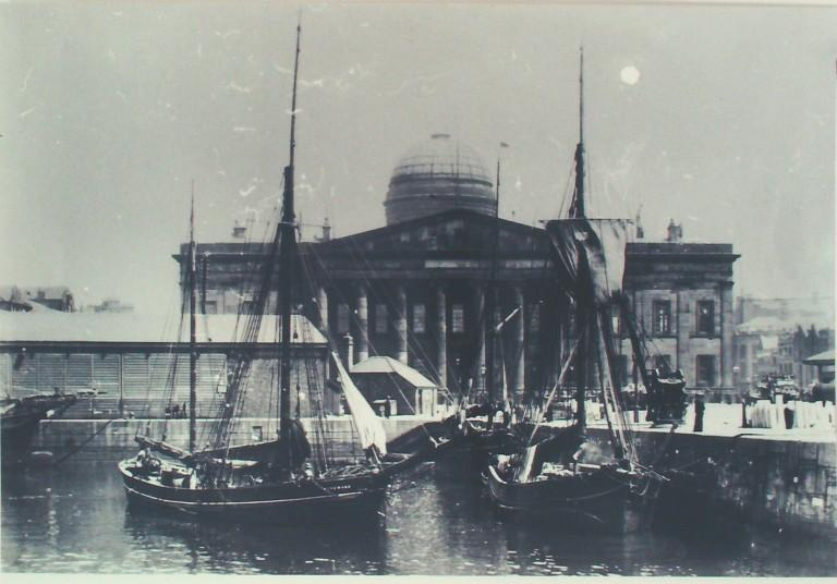 Photograph of Custom House from Salthouse Dock card