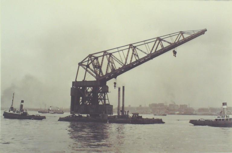 Photograph of Mammoth (200 Ft Crane), MDHB (Mersey Docks and Harbour Board) card
