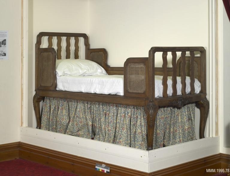Bed from cabin C97 (1st class stateroom), RMS Olympic, 1911 card