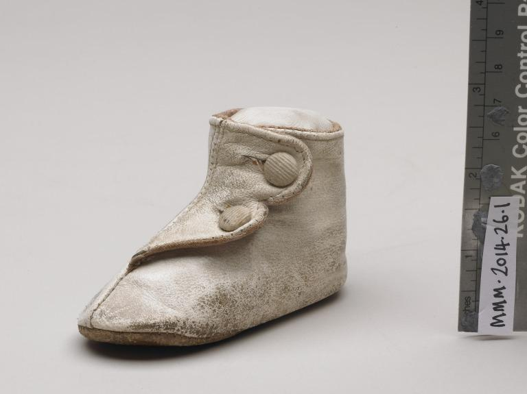 Baby's shoe given to Able Seaman Joseph Parry of RMS Lusitania card