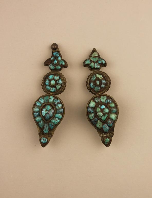 Woman's earring / Akor card