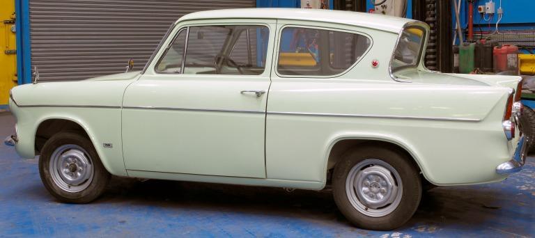 Ford Anglia 105E Saloon card