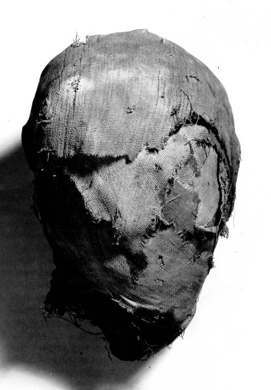 Human Remains; Mummifed Head card
